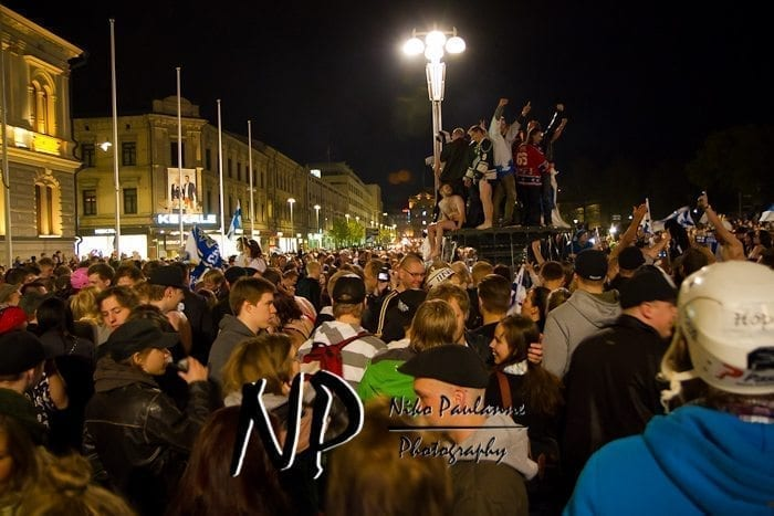 2011-05-16-tampere-crazy-after-finland-won-ice-hockey-2011-world-championship-001