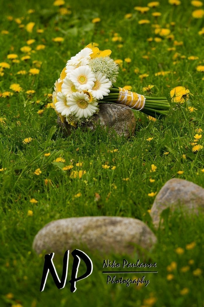 Kesäisiä morsiuskimppuja - Kukkamestarit ja Kukkainfo.fi © Niko Paulanne - www.nikopaulanne.com (6)