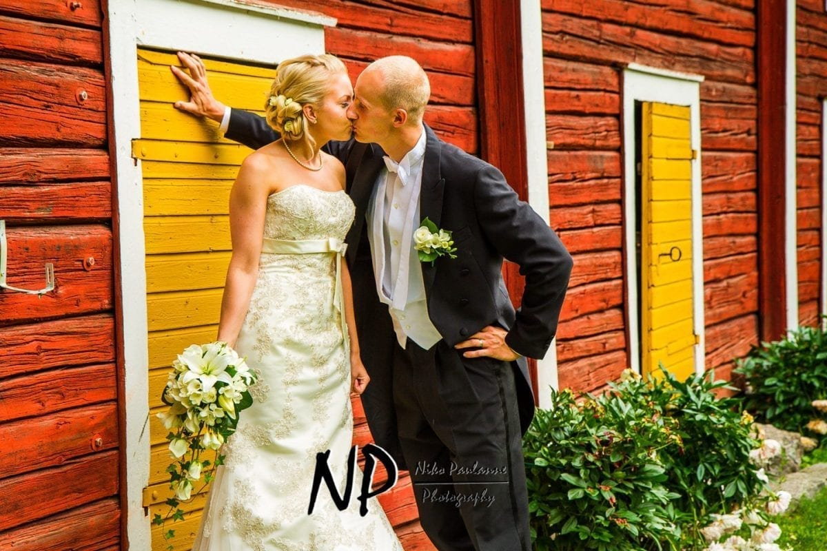 Annika ja Tuomo - hääkuvaus Nurmo - Ilmajoen opisto © Niko Paulanne - www.nikopaulanne.com (10)